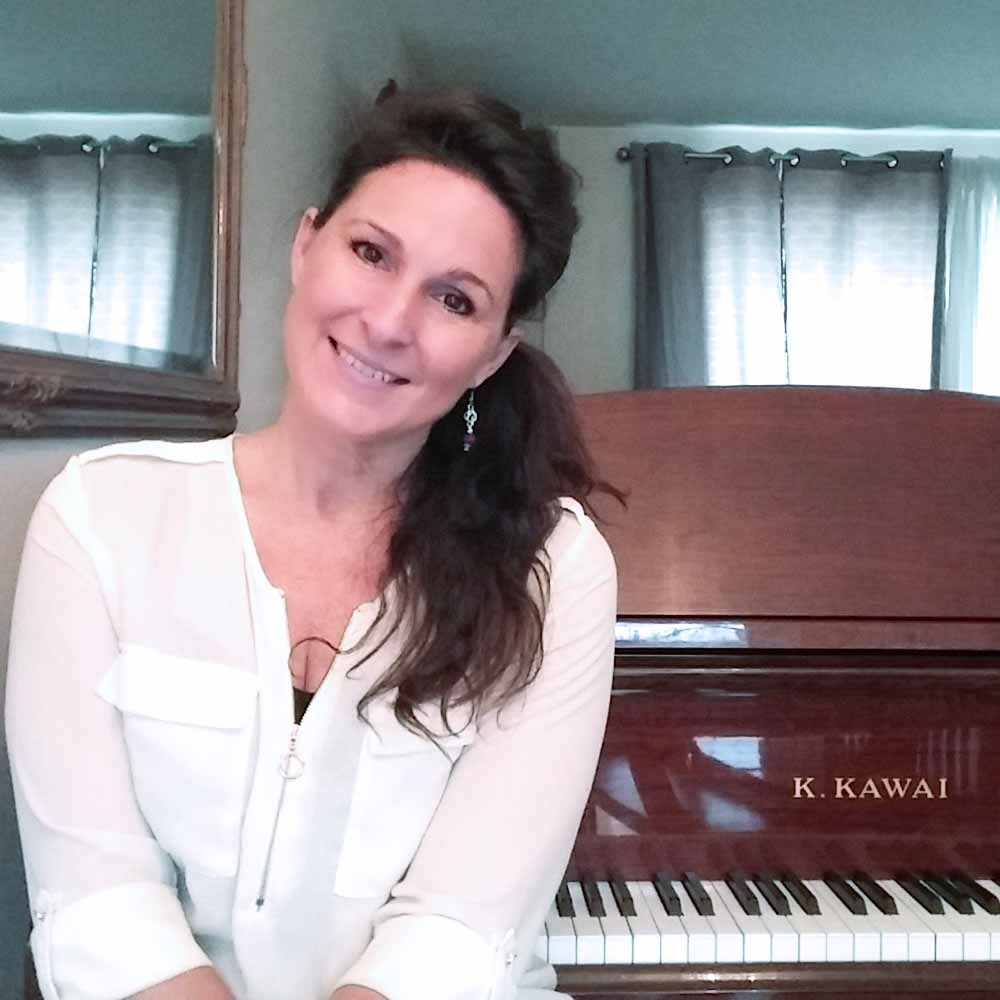 Lisa - your favorite online piano teacher!